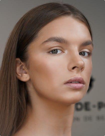 Light make-up — это умелая игра оттенками и текстурами.