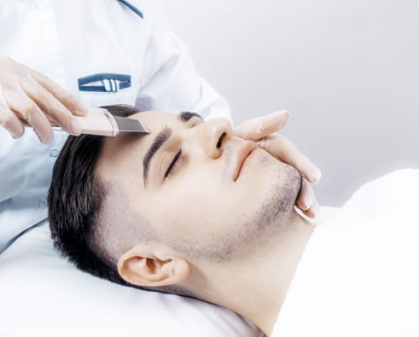ультрозвуковая чистка лица мужчины